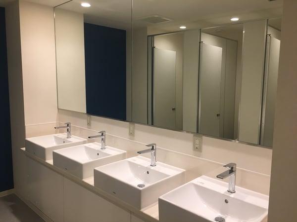 playsis restroom