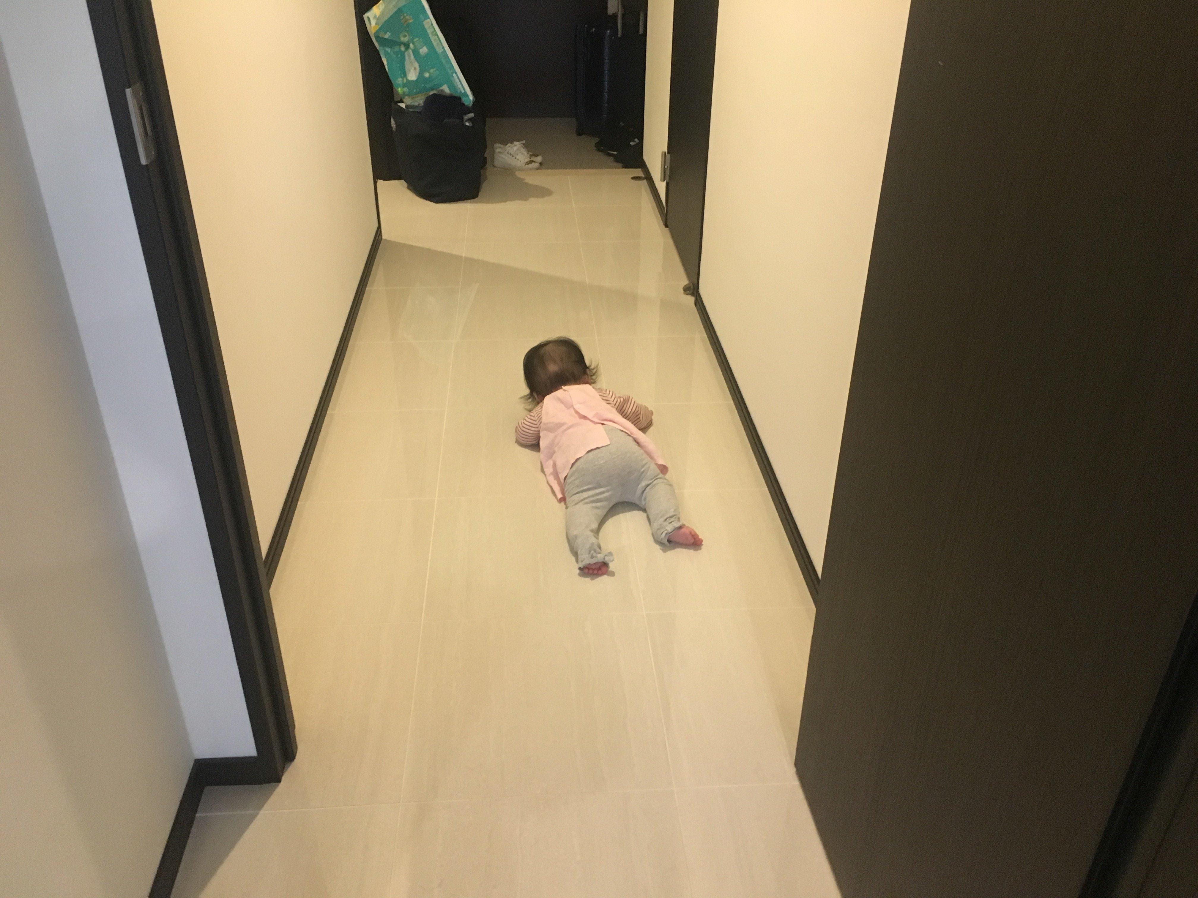 HIDEOUT 廊下にて