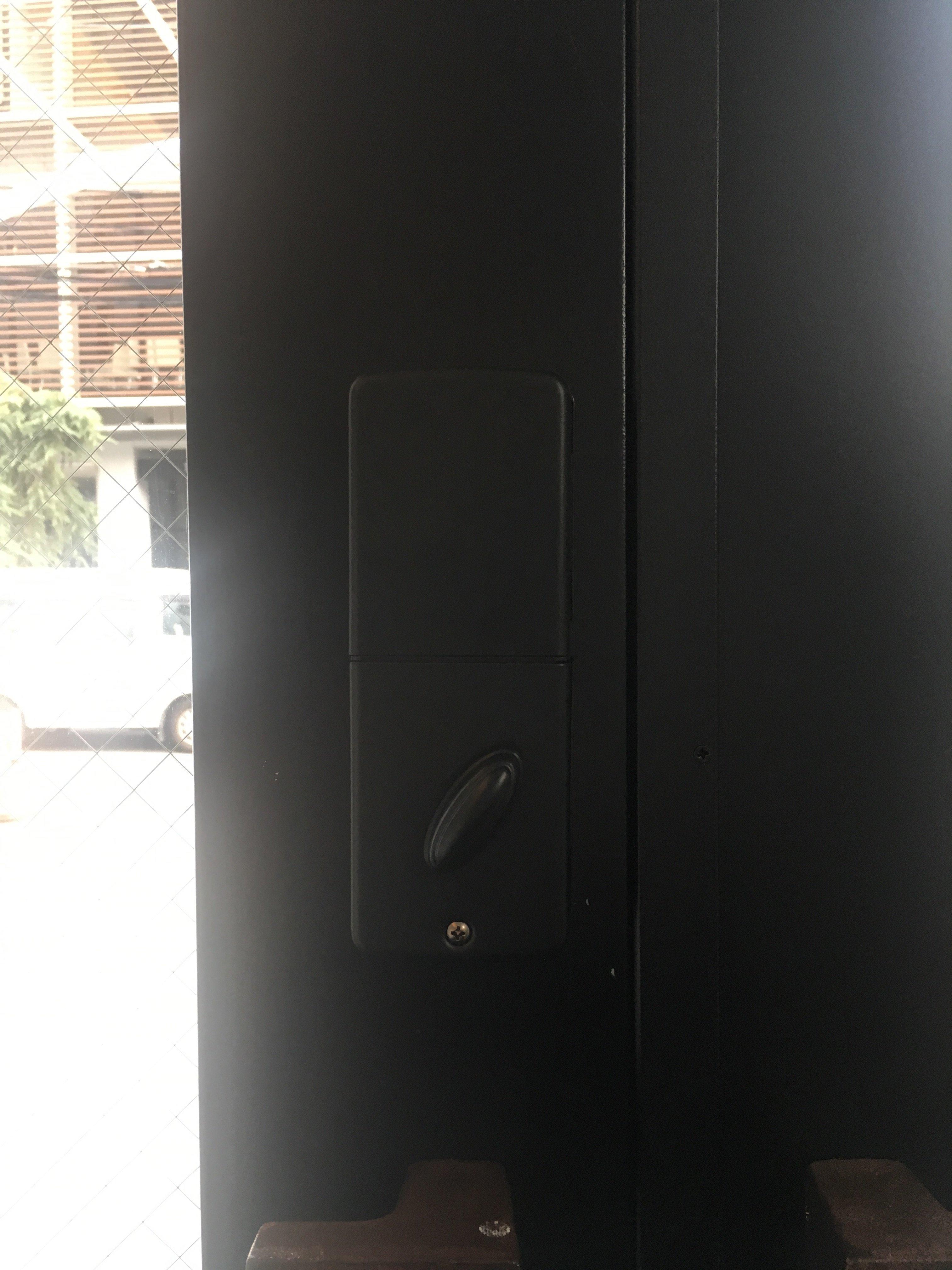 屋内側からみた電子錠(RemoteLOCK)