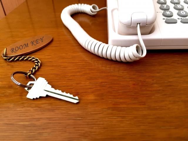 ホテルの鍵の受け渡し